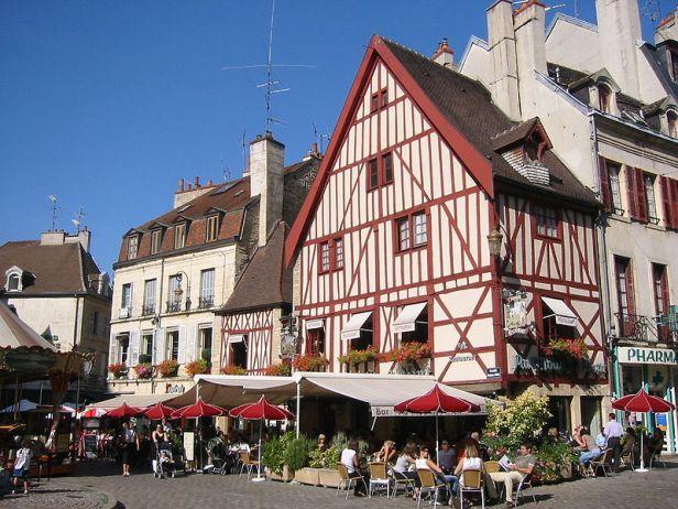 800px-Place_Francois_Rude_Dijon_